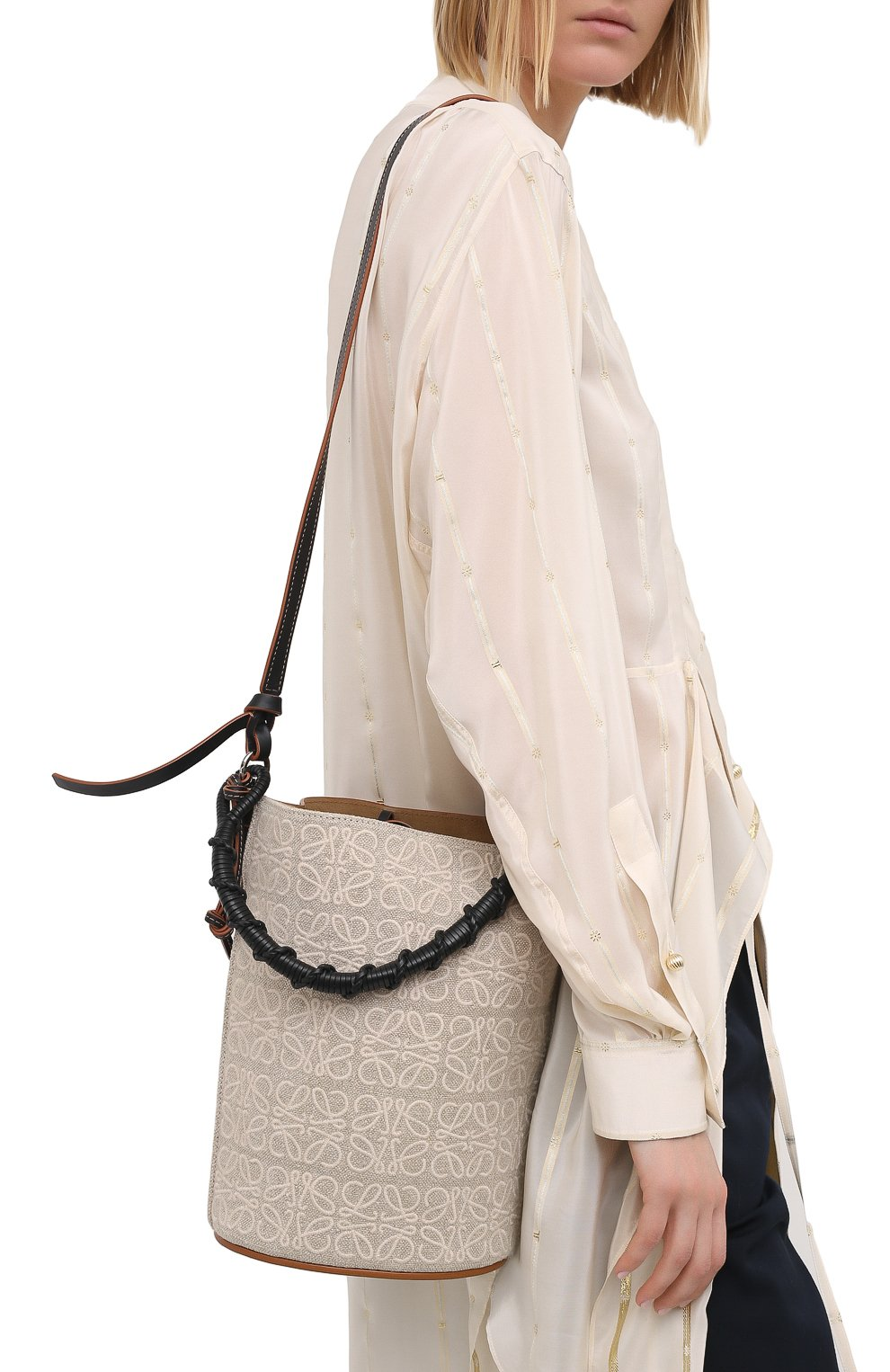 Женская сумка bucket LOEWE бежевого цвета, арт. A650Z85X11   Фото 5