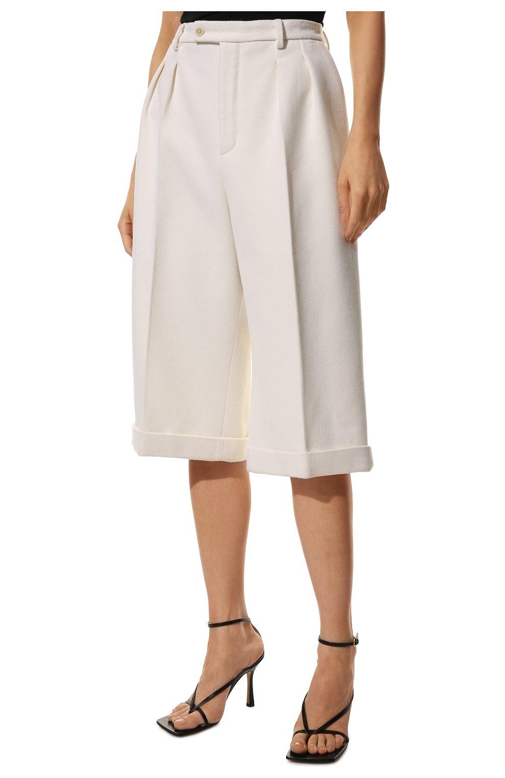 Женские шорты из шерсти и кашемира SAINT LAURENT белого цвета, арт. 640224/Y3B45 | Фото 3 (Женское Кросс-КТ: Шорты-одежда; Материал внешний: Шерсть; Кросс-КТ: Широкие; Длина Ж (юбки, платья, шорты): До колена; Материал подклада: Шелк; Стили: Кэжуэл)