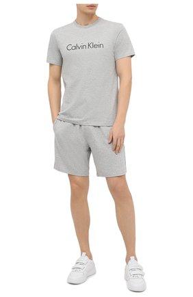 Мужская хлопковая футболка CALVIN KLEIN серого цвета, арт. NM1129E | Фото 2
