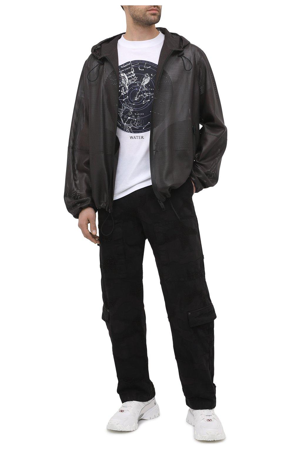 Мужские джинсы VALENTINO черного цвета, арт. VV3DD00R724   Фото 2 (Силуэт М (брюки): Широкие; Кросс-КТ: Деним; Длина (брюки, джинсы): Стандартные; Стили: Гранж; Материал внешний: Хлопок, Деним)