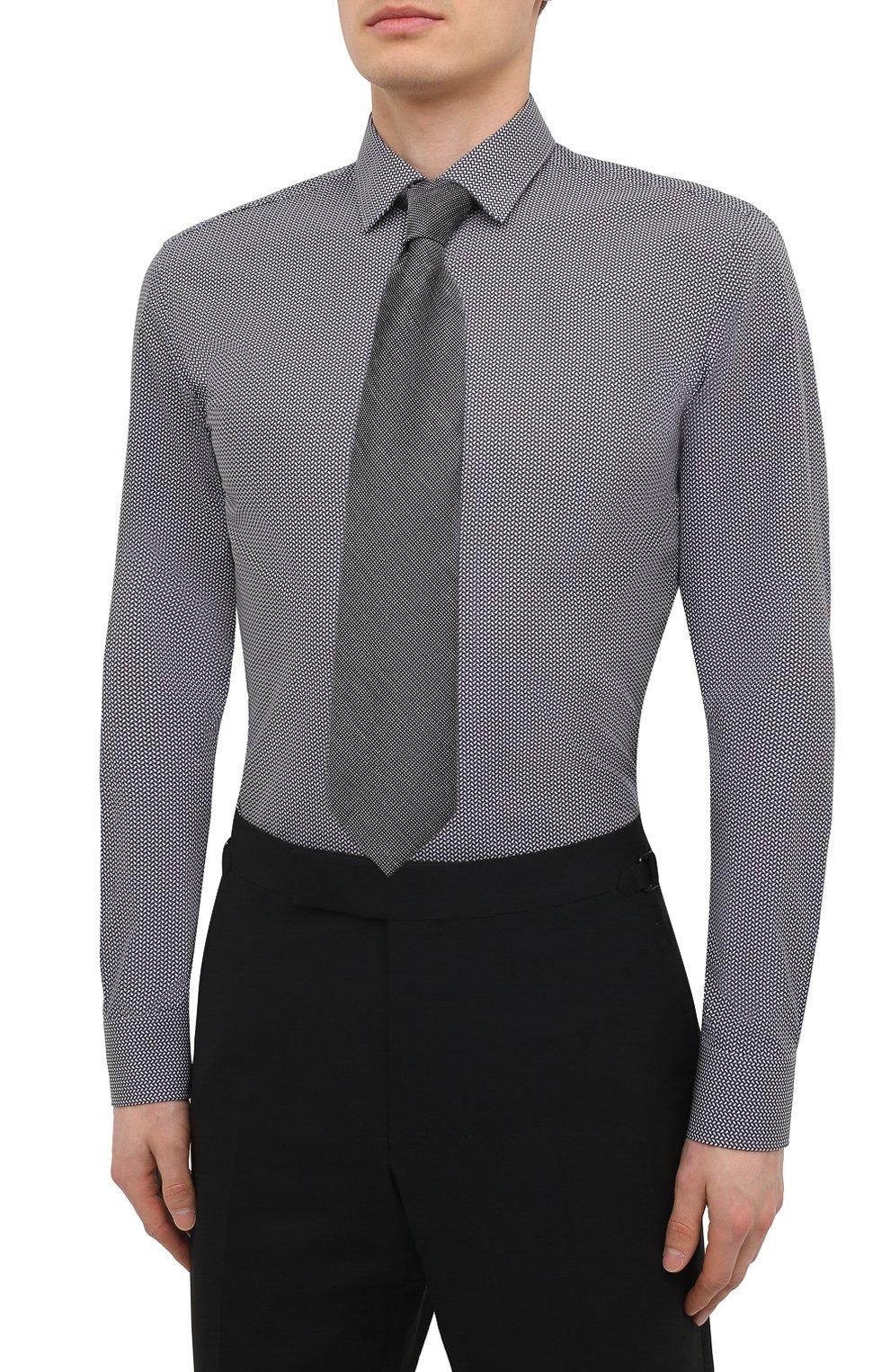 Мужская хлопковая сорочка HUGO черно-белого цвета, арт. 50443550 | Фото 4 (Манжеты: На пуговицах; Воротник: Кент; Рукава: Длинные; Длина (для топов): Стандартные; Принт: С принтом; Рубашки М: Slim Fit; Материал внешний: Хлопок; Стили: Классический; Случай: Формальный)