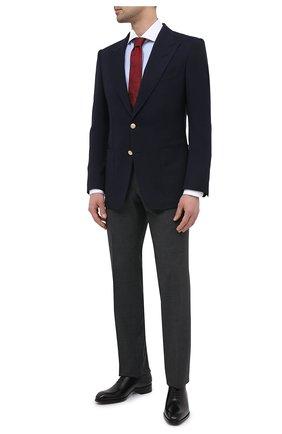 Мужские шерстяные брюки TOM FORD светло-серого цвета, арт. Q11R01/610043 | Фото 2 (Материал подклада: Купро; Материал внешний: Шерсть; Стили: Классический; Случай: Формальный; Длина (брюки, джинсы): Стандартные)