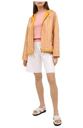 Женская ветровка LORO PIANA желтого цвета, арт. FAL5388   Фото 2 (Материал внешний: Синтетический материал, Шелк; Длина (верхняя одежда): Короткие; Кросс-КТ: Ветровка, Куртка; Стили: Спорт-шик; Материал подклада: Синтетический материал; Рукава: Длинные)