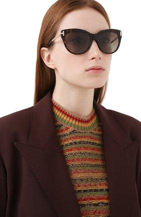 Женские солнцезащитные очки TOM FORD коричневого цвета, арт. TF821 52H   Фото 2