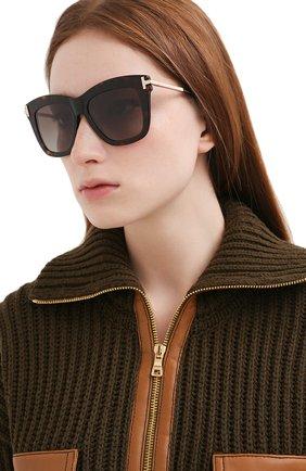 Женские солнцезащитные очки TOM FORD коричневого цвета, арт. TF822 52H   Фото 2