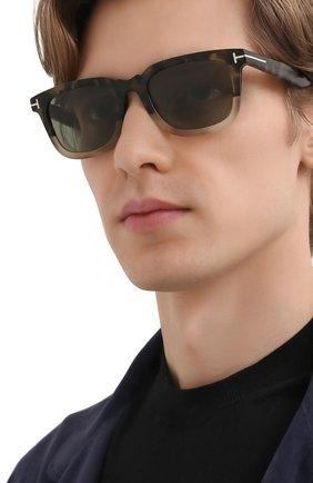 Мужские солнцезащитные очки TOM FORD коричневого цвета, арт. TF817 56N 53 | Фото 2