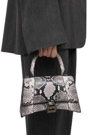 Женская сумка hourglass BALENCIAGA черно-белого цвета, арт. 593546/13B4Y | Фото 2 (Сумки-технические: Сумки top-handle, Сумки через плечо; Ремень/цепочка: На ремешке; Размер: small; Материал: Натуральная кожа)