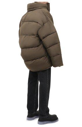 Мужская утепленная куртка BALENCIAGA хаки цвета, арт. 621982/TYD36 | Фото 2 (Материал внешний: Синтетический материал, Вискоза; Кросс-КТ: Куртка; Рукава: Длинные; Длина (верхняя одежда): До середины бедра; Материал подклада: Синтетический материал; Мужское Кросс-КТ: пуховик-короткий; Стили: Минимализм)