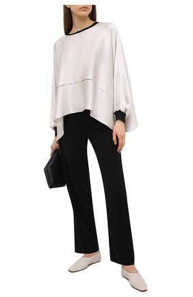 Женская шелковая блузка GIORGIO ARMANI светло-серого цвета, арт. 1SHCCZ13/TZ782 | Фото 2