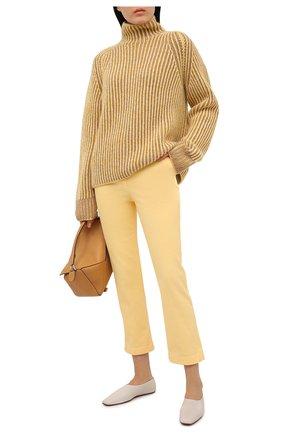 Женские джинсы LORO PIANA желтого цвета, арт. FAL5554   Фото 2 (Силуэт Ж (брюки и джинсы): Прямые; Материал внешний: Хлопок; Кросс-КТ: Деним; Стили: Кэжуэл; Длина (брюки, джинсы): Укороченные)