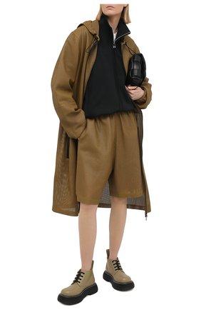 Женские кожаные шорты BOTTEGA VENETA хаки цвета, арт. 652786/V0IT0 | Фото 2