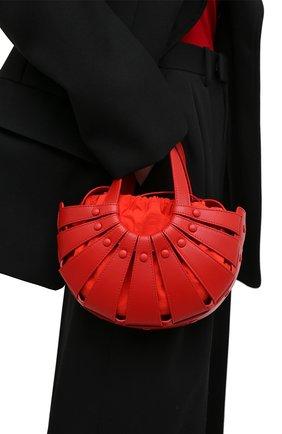Женская сумка shell small BOTTEGA VENETA красного цвета, арт. 651819/VMAUH   Фото 2 (Материал: Натуральная кожа; Сумки-технические: Сумки через плечо, Сумки top-handle; Ремень/цепочка: На ремешке; Размер: small)