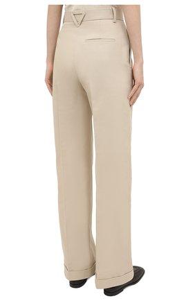 Женские хлопковые брюки BOTTEGA VENETA бежевого цвета, арт. 644546/VF4T0   Фото 4