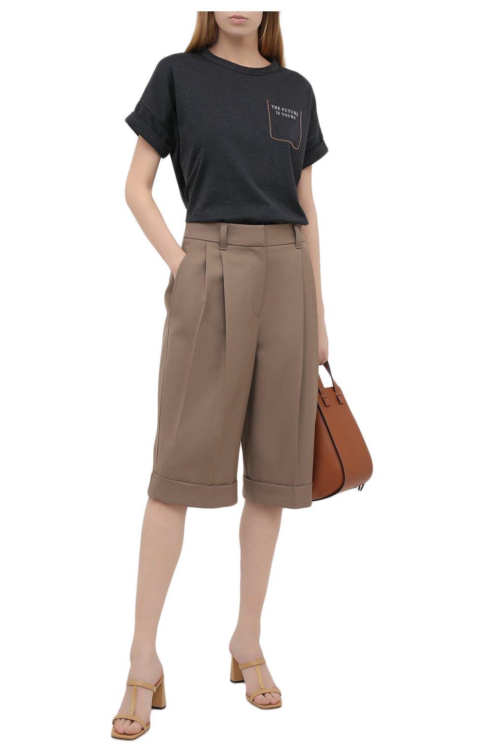 Женские шерстяные шорты BRUNELLO CUCINELLI темно-бежевого цвета, арт. MA171P7322   Фото 2 (Женское Кросс-КТ: Шорты-одежда; Материал внешний: Шерсть; Кросс-КТ: Широкие; Длина Ж (юбки, платья, шорты): До колена; Стили: Кэжуэл)