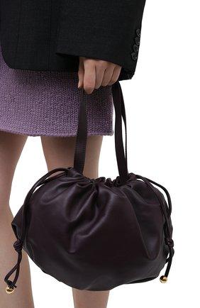 Женская сумка bulb medium BOTTEGA VENETA темно-фиолетового цвета, арт. 651812/VCP40 | Фото 2 (Размер: medium; Материал: Натуральная кожа; Сумки-технические: Сумки top-handle)
