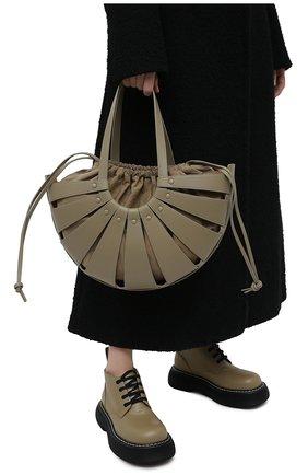 Женская сумка shell medium BOTTEGA VENETA серого цвета, арт. 651577/VMAUH | Фото 2 (Материал: Натуральная кожа; Сумки-технические: Сумки top-handle; Размер: medium)
