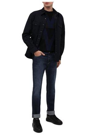 Мужские джинсы BRUNELLO CUCINELLI темно-синего цвета, арт. M283PB2210 | Фото 2 (Длина (брюки, джинсы): Стандартные; Материал внешний: Хлопок; Стили: Кэжуэл; Силуэт М (брюки): Прямые; Кросс-КТ: Деним; Детали: Потертости)