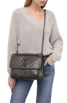 Женская сумка niki SAINT LAURENT темно-серого цвета, арт. 633158/0EN04 | Фото 2 (Ремень/цепочка: С цепочкой, На ремешке; Сумки-технические: Сумки через плечо; Материал: Натуральная кожа; Размер: medium)