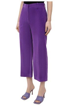 Женские хлопковые брюки VICTORIA BECKHAM фиолетового цвета, арт. 1121WTR002225A   Фото 3 (Женское Кросс-КТ: Брюки-одежда; Силуэт Ж (брюки и джинсы): Расклешенные; Материал внешний: Хлопок; Длина (брюки, джинсы): Укороченные; Стили: Кэжуэл)