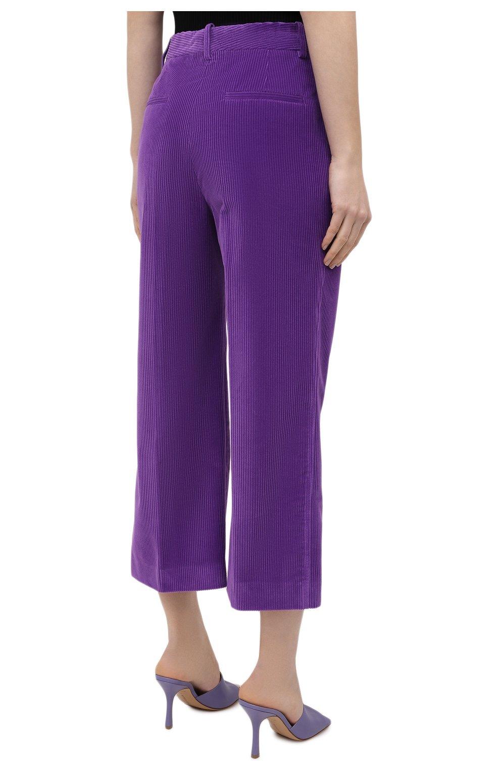 Женские хлопковые брюки VICTORIA BECKHAM фиолетового цвета, арт. 1121WTR002225A   Фото 4 (Женское Кросс-КТ: Брюки-одежда; Силуэт Ж (брюки и джинсы): Расклешенные; Материал внешний: Хлопок; Длина (брюки, джинсы): Укороченные; Стили: Кэжуэл)
