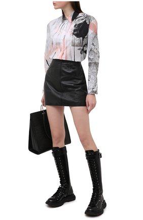 Женская хлопковая рубашка ALEXANDER MCQUEEN разноцветного цвета, арт. 651084/QZACH   Фото 2 (Принт: С принтом; Стили: Романтичный; Материал внешний: Хлопок; Рукава: Длинные; Женское Кросс-КТ: Рубашка-одежда; Длина (для топов): Удлиненные)