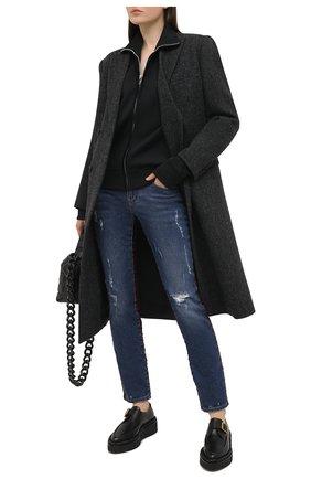 Женские джинсы DOLCE & GABBANA синего цвета, арт. FTBUWD/G8BB2   Фото 2 (Стили: Кэжуэл; Длина (брюки, джинсы): Стандартные; Кросс-КТ: Деним; Детали: Потертости; Материал внешний: Хлопок)