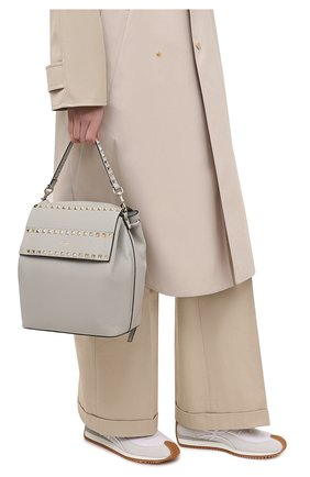Женский рюкзак rockstud VALENTINO светло-серого цвета, арт. VW2B0H60/YRK | Фото 2