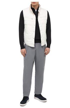Мужские хлопковые брюки-карго GIORGIO ARMANI серого цвета, арт. 1SGPP0GT/T02EY | Фото 2 (Случай: Повседневный; Силуэт М (брюки): Карго; Стили: Кэжуэл; Материал внешний: Хлопок; Длина (брюки, джинсы): Стандартные)