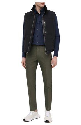 Мужская хлопковая рубашка TOM FORD синего цвета, арт. 9FT887/94UDAN | Фото 2 (Случай: Повседневный; Длина (для топов): Стандартные; Материал внешний: Хлопок; Воротник: Button down; Рукава: Длинные; Принт: Однотонные; Стили: Кэжуэл; Манжеты: На пуговицах; Рубашки М: Slim Fit)