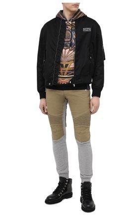 Мужские хлопковые джоггеры BALMAIN серого цвета, арт. VH1MD005/009D   Фото 2 (Материал внешний: Хлопок; Длина (брюки, джинсы): Стандартные; Стили: Спорт-шик; Силуэт М (брюки): Джоггеры)