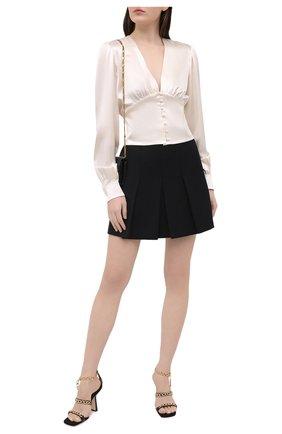 Женская шелковая блузка SAINT LAURENT светло-бежевого цвета, арт. 646017/Y001W | Фото 2 (Стили: Романтичный; Принт: Без принта; Рукава: Длинные; Длина (для топов): Стандартные; Женское Кросс-КТ: Блуза-одежда; Материал внешний: Шелк)