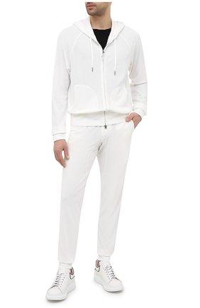 Мужские джоггеры TOM FORD белого цвета, арт. BW277/TFJ207 | Фото 2 (Кросс-КТ: Спорт; Материал внешний: Синтетический материал, Вискоза; Длина (брюки, джинсы): Стандартные; Силуэт М (брюки): Джоггеры; Стили: Спорт-шик)