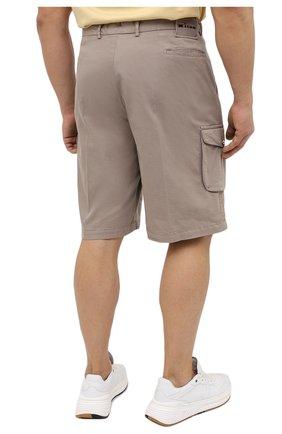Мужские шорты из хлопка и шелка KITON темно-бежевого цвета, арт. UFPPBJ07T42/44-52 | Фото 4 (Big sizes: Big Sizes; Мужское Кросс-КТ: Шорты-одежда; Принт: Без принта; Длина Шорты М: Ниже колена; Материал внешний: Хлопок; Стили: Кэжуэл)