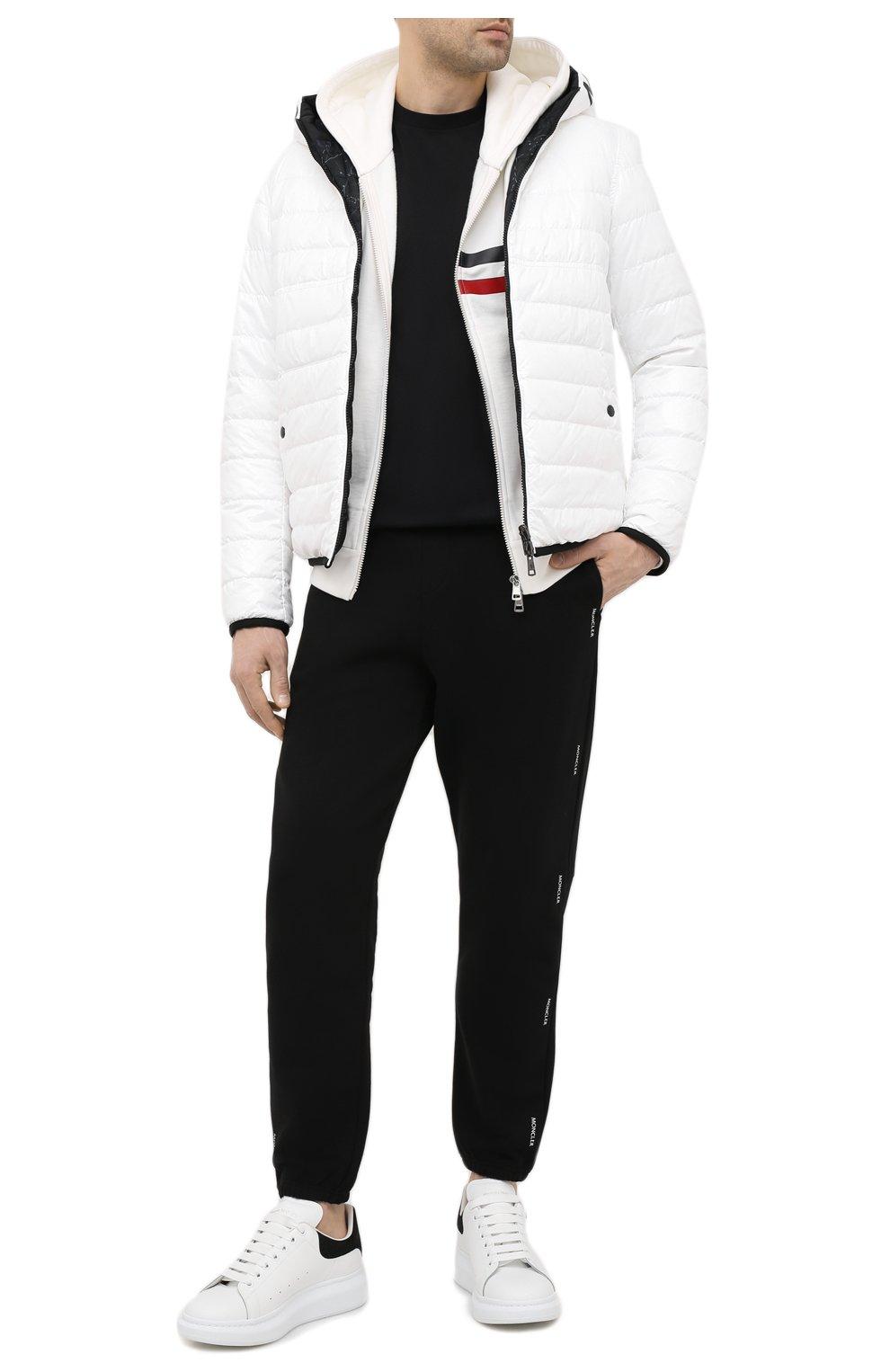 Мужская двусторонняя пуховая куртка krim MONCLER белого цвета, арт. G1-091-1A52N-70-68950   Фото 2 (Кросс-КТ: Куртка; Мужское Кросс-КТ: пуховик-короткий; Рукава: Длинные; Материал внешний: Синтетический материал; Принт: С принтом; Материал подклада: Синтетический материал; Длина (верхняя одежда): Короткие; Материал утеплителя: Пух и перо; Стили: Кэжуэл)