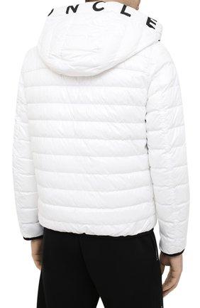 Мужская двусторонняя пуховая куртка krim MONCLER белого цвета, арт. G1-091-1A52N-70-68950   Фото 4 (Кросс-КТ: Куртка; Мужское Кросс-КТ: пуховик-короткий; Рукава: Длинные; Материал внешний: Синтетический материал; Принт: С принтом; Материал подклада: Синтетический материал; Длина (верхняя одежда): Короткие; Материал утеплителя: Пух и перо; Стили: Кэжуэл)