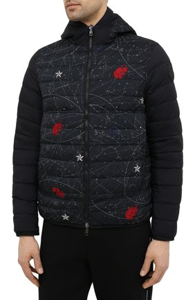 Мужская двусторонняя пуховая куртка krim MONCLER белого цвета, арт. G1-091-1A52N-70-68950   Фото 6 (Кросс-КТ: Куртка; Мужское Кросс-КТ: пуховик-короткий; Рукава: Длинные; Материал внешний: Синтетический материал; Принт: С принтом; Материал подклада: Синтетический материал; Длина (верхняя одежда): Короткие; Материал утеплителя: Пух и перо; Стили: Кэжуэл)
