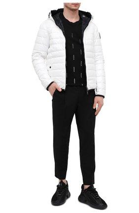 Мужские хлопковые брюки MONCLER черного цвета, арт. G1-091-2A710-00-549P5 | Фото 2 (Материал внешний: Хлопок; Случай: Повседневный; Стили: Кэжуэл; Длина (брюки, джинсы): Укороченные)