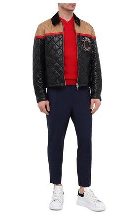 Мужские хлопковые брюки MONCLER темно-синего цвета, арт. G1-091-2A710-00-549P5 | Фото 2 (Материал внешний: Хлопок; Стили: Кэжуэл; Случай: Повседневный; Длина (брюки, джинсы): Укороченные)