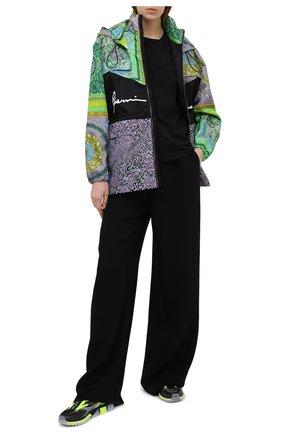 Женская ветровка VERSACE разноцветного цвета, арт. A88624/1F00505 | Фото 2