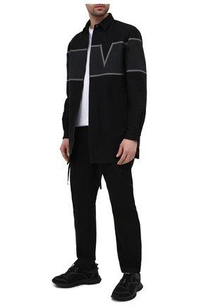 Мужская хлопковая куртка VALENTINO черного цвета, арт. VV3CJF35718 | Фото 2 (Стили: Кэжуэл; Рукава: Длинные; Кросс-КТ: Куртка, Ветровка; Длина (верхняя одежда): До середины бедра; Материал внешний: Хлопок; Материал подклада: Хлопок)