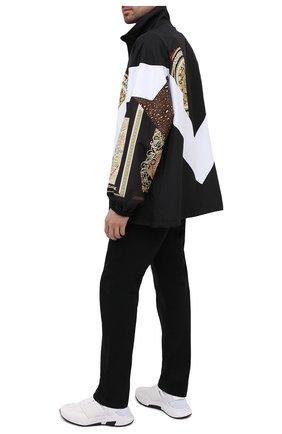 Мужская куртка VERSACE разноцветного цвета, арт. A88541/1F00613 | Фото 2 (Кросс-КТ: Куртка, Ветровка; Рукава: Длинные; Стили: Гранж; Материал подклада: Синтетический материал; Материал внешний: Синтетический материал; Длина (верхняя одежда): До середины бедра)