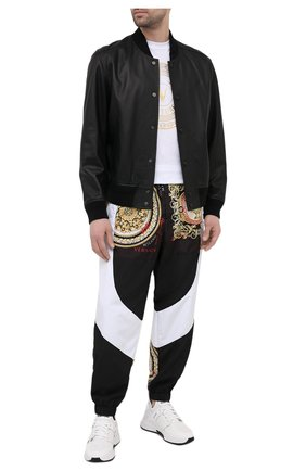 Мужские джоггеры VERSACE черно-белого цвета, арт. A88539/1F00613   Фото 2