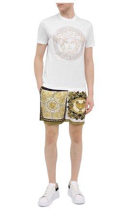 Мужские шелковые шорты VERSACE золотого цвета, арт. A84097/1F00719 | Фото 2