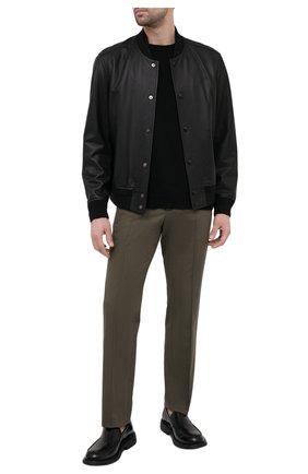 Мужские хлопковые брюки VALENTINO хаки цвета, арт. VV3RB5224NH | Фото 2 (Случай: Повседневный; Материал внешний: Хлопок; Стили: Кэжуэл; Длина (брюки, джинсы): Стандартные)