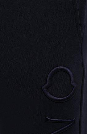 Мужские хлопковые джоггеры MONCLER темно-синего цвета, арт. G1-091-8H730-10-809KR | Фото 5 (Мужское Кросс-КТ: Брюки-трикотаж; Длина (брюки, джинсы): Стандартные; Материал внешний: Хлопок; Стили: Спорт-шик; Силуэт М (брюки): Джоггеры)