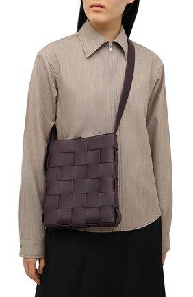 Женская сумка cassette messenger BOTTEGA VENETA фиолетового цвета, арт. 649601/VMAY1 | Фото 2 (Размер: medium; Сумки-технические: Сумки через плечо; Материал: Натуральная кожа; Ремень/цепочка: На ремешке)