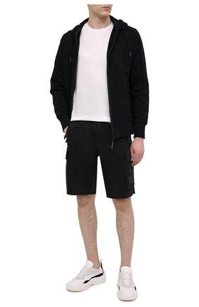 Мужские хлопковые шорты C.P. COMPANY черного цвета, арт. 10CMBE160A-005694G | Фото 2 (Принт: Без принта; Материал внешний: Хлопок; Длина Шорты М: До колена; Мужское Кросс-КТ: Шорты-одежда; Стили: Кэжуэл)