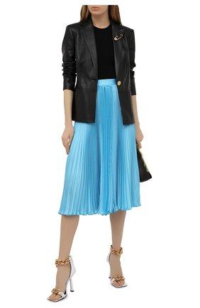 Женская плиссированная юбка VERSACE голубого цвета, арт. A88378/1F00448 | Фото 2