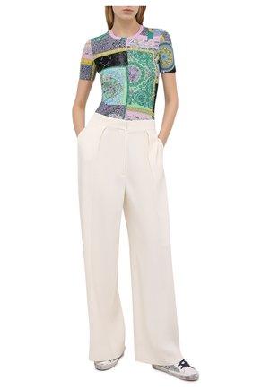 Женская футболка из вискозы VERSACE разноцветного цвета, арт. A88681/1F00628 | Фото 2