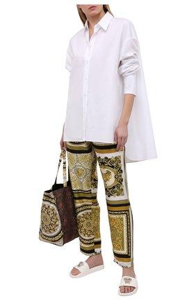 Женские шелковые брюки VERSACE золотого цвета, арт. AUD05057/1F00508 | Фото 2